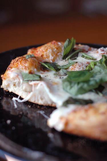pizza3cheese.jpg