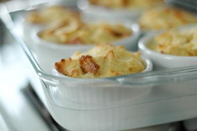 carmelapplebreadpudding