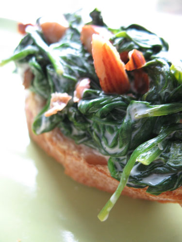 spinach crostini